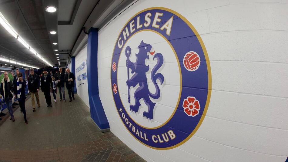 Der FC Chelsea greift hart gegen einen Fan durch.