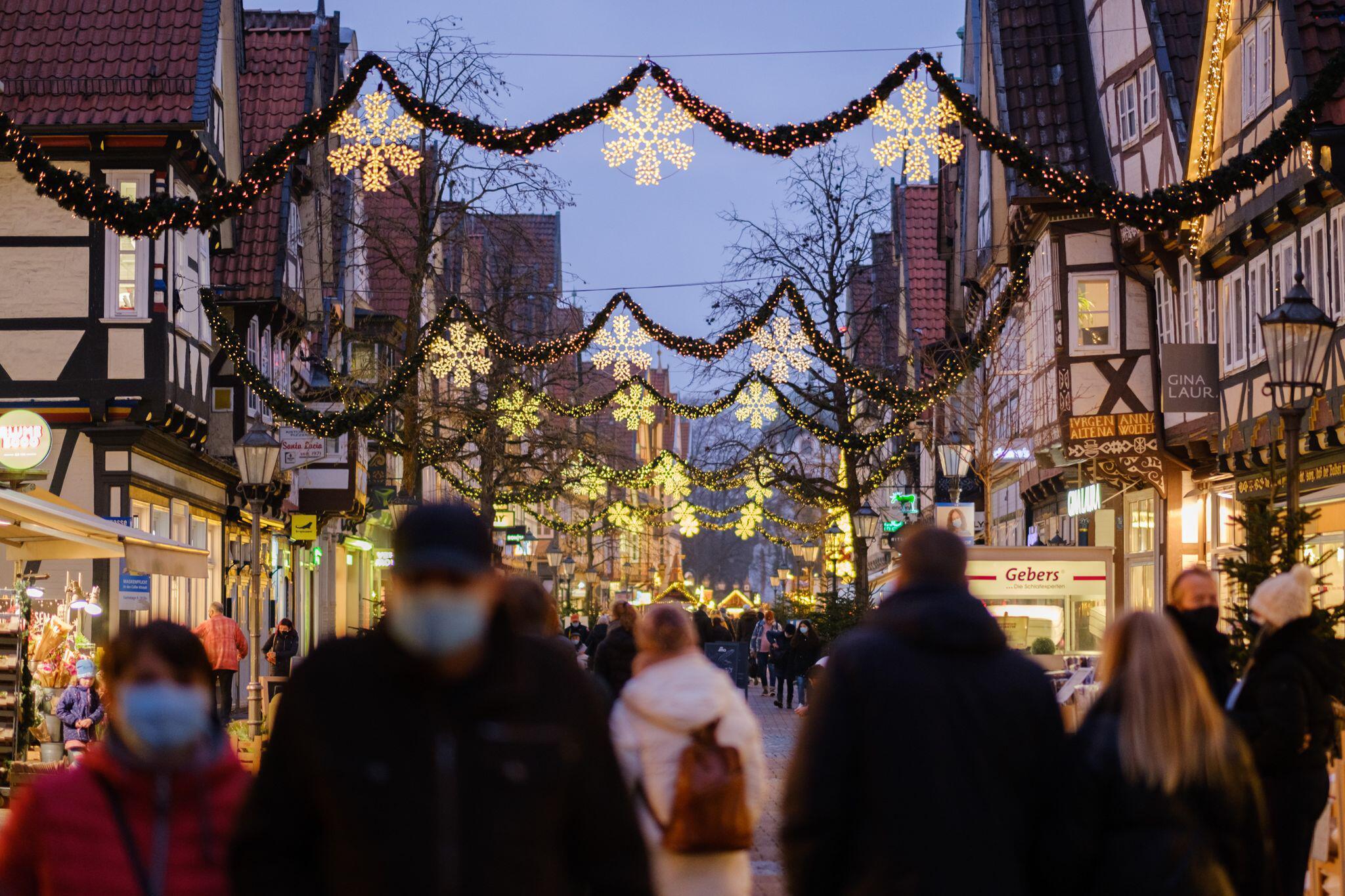 Bild zu Coronavirus - Weihnachtsshopping in Celle