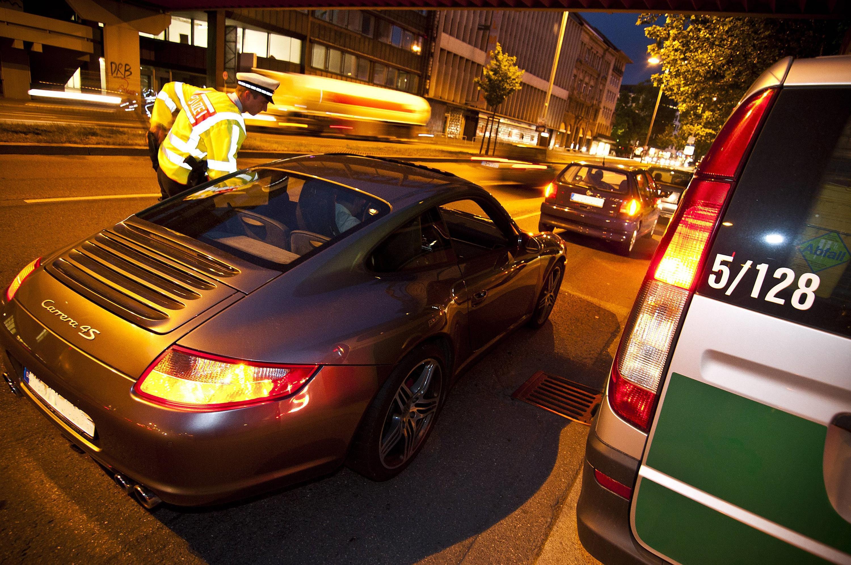 Bild zu Polizeikontrolle bei Nacht