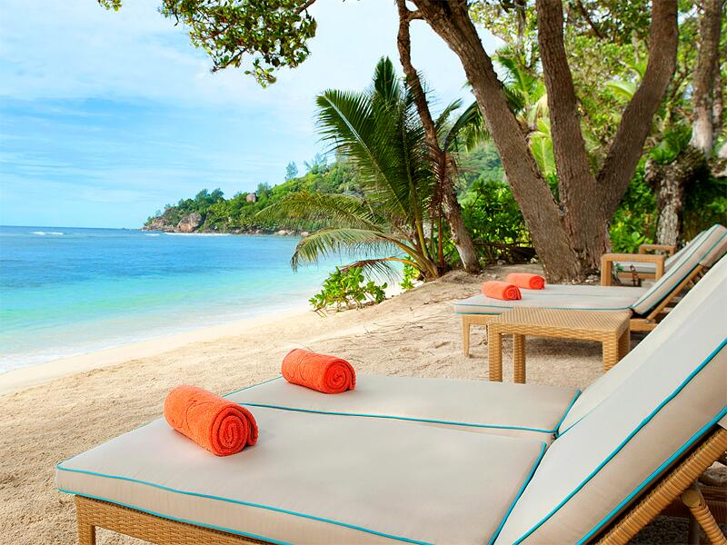 Bild zu Luxusliegen am Strand