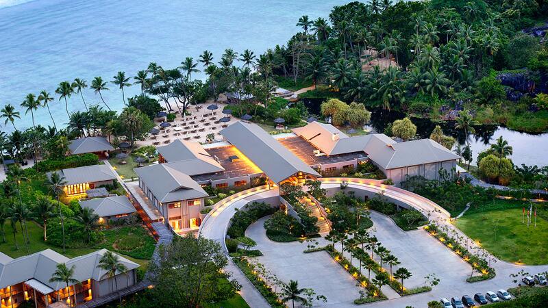 "Bild zu ""Kempinski Seychelles Resort"" am Abend"