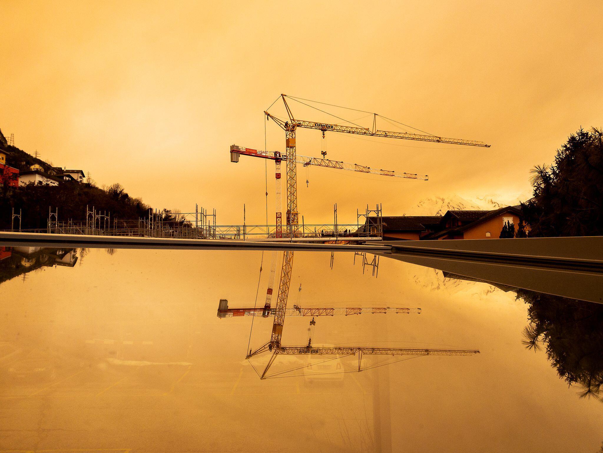 Bild zu Saharastaub trübt in der Schweiz den Himmel ein