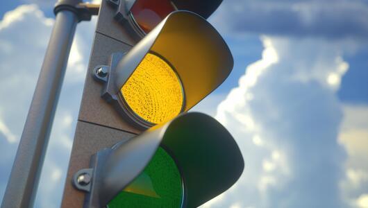 Ampel, gelb, fahren
