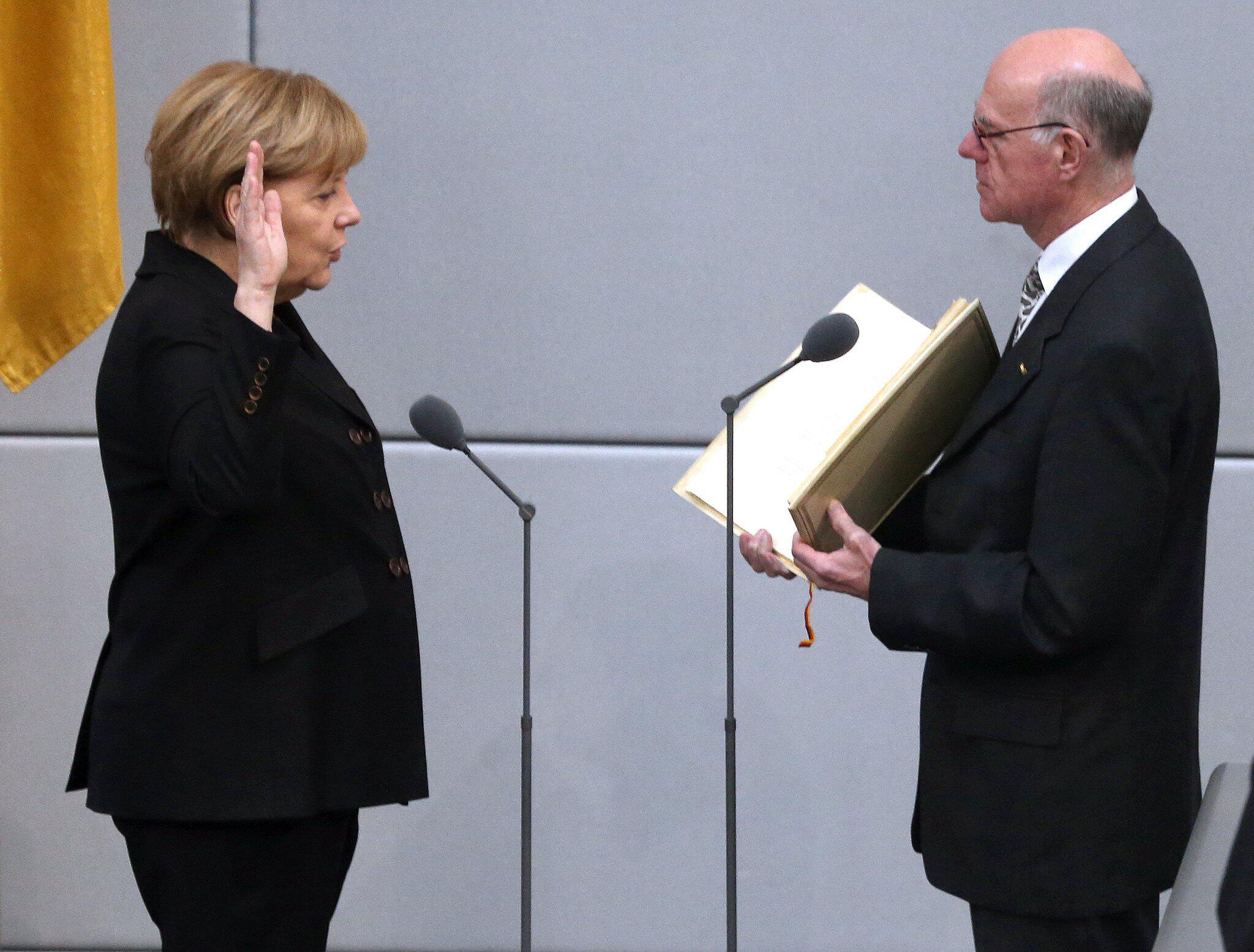 Bild zu Amtseid Merkel 2013