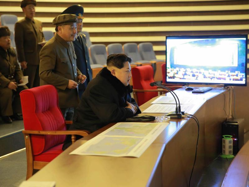 Bild zu Kim Jong-un in Kommandostand