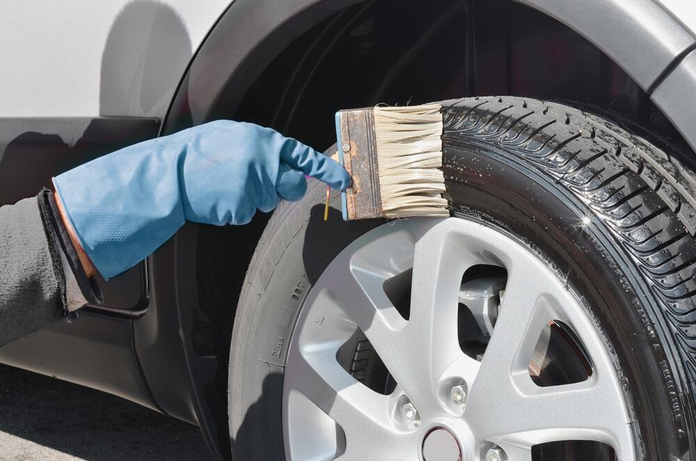Reinigung und Pflege von Reifen und Felgen