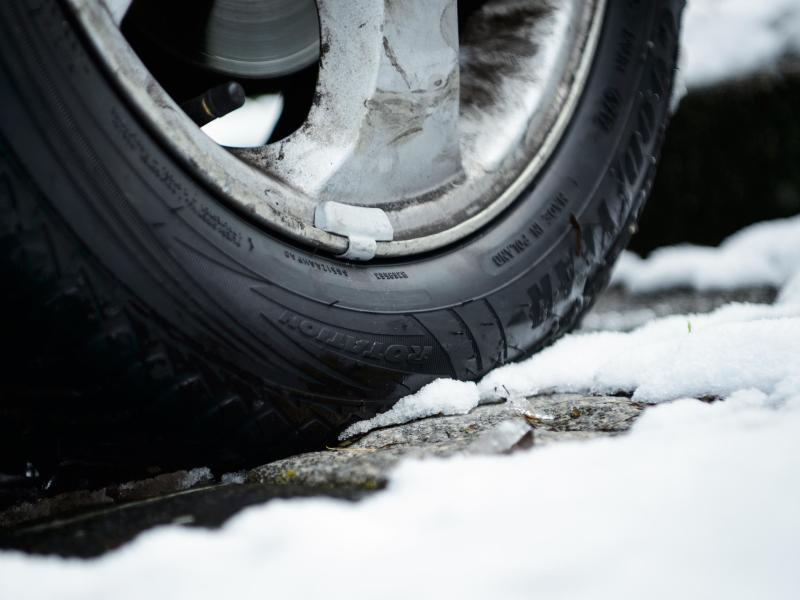 Bild zu Reifen und Schnee