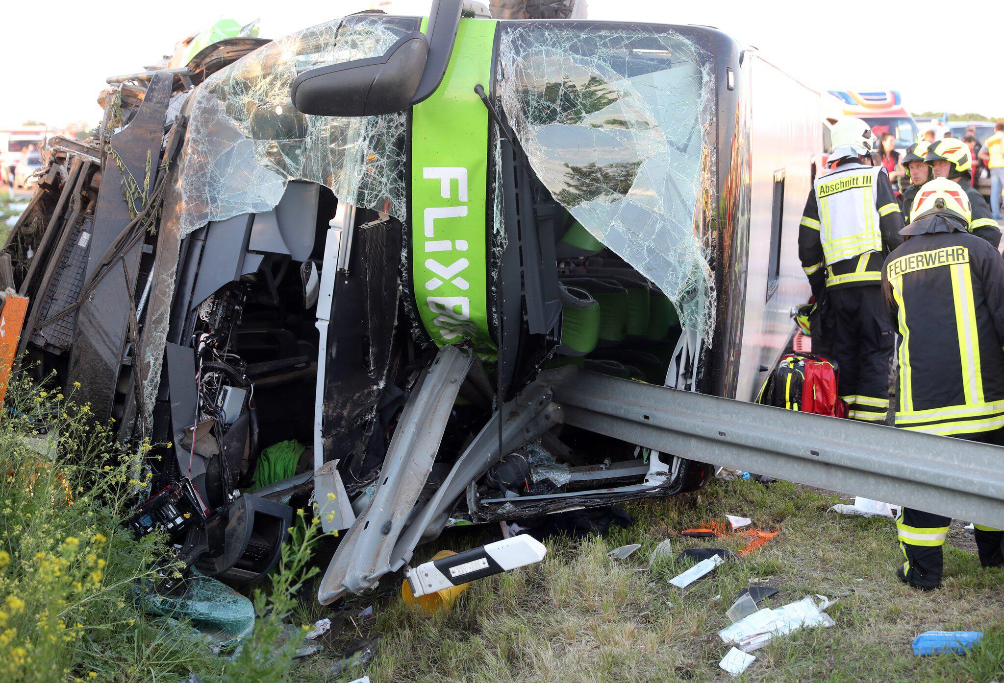 Bild zu Schwerer Busunfall auf A9