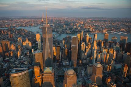 One World Trade Center mit Blick auf die Stadt