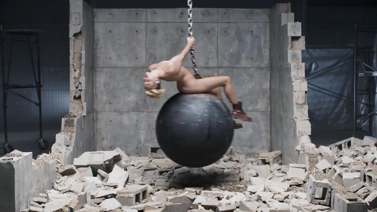 Bild zu Völlig zugedröhnt! Miley Cyrus saß high auf der Abrissbirne