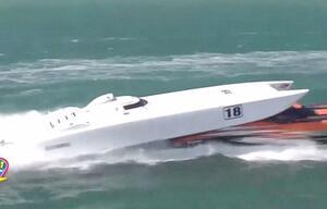 Abgehoben: Speedboote kollidieren in Florida