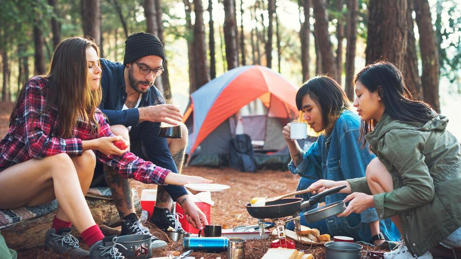 camping, zelten, kochen, essen, grill, kocher, besteck, urlaub, sommer, campingzubehör
