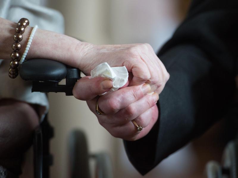 Bild zu Hochzeit im Pflegeheim
