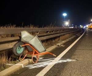 Schubkarre auf Autobahn verloren