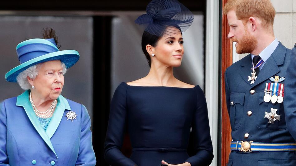 Queen Elizabeth II. (l.) wird Harry und Meghan wohl auch nicht an Weihnachten 2020 sehen.