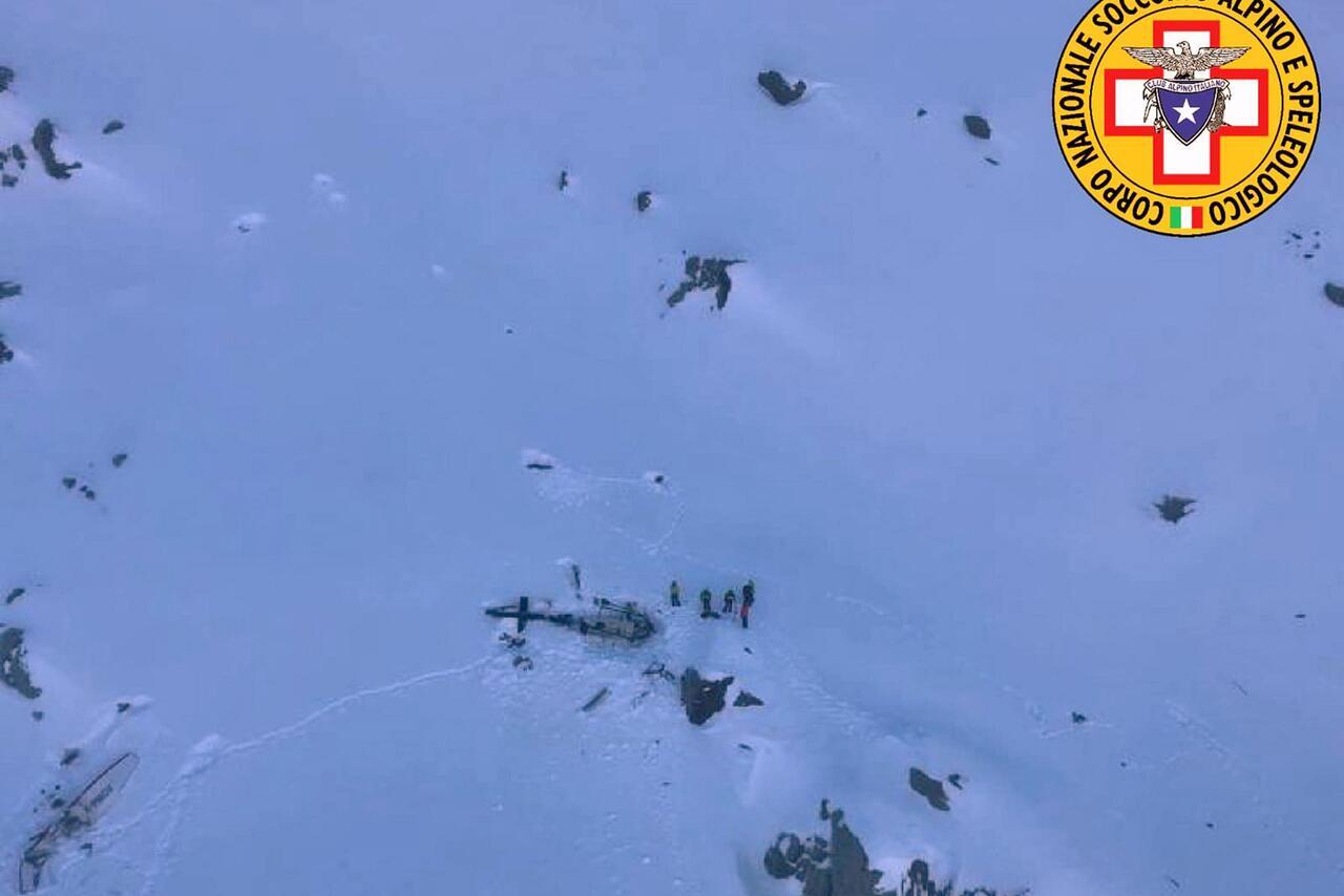 Bild zu Zusammenstoß von Hubschrauber und Flugzeug in Italien