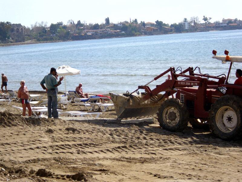Bild zu Bauarbeiten am Strand