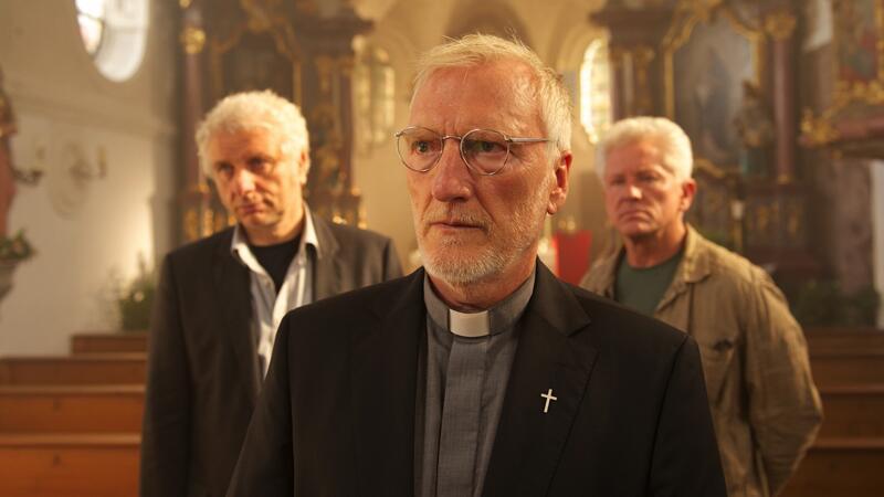 Pfarrer Fruhmann und die Kommissare Batic und Leitmayr in einem brutalen Fall