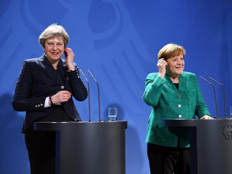 Bild zu Theresa May in Berlin