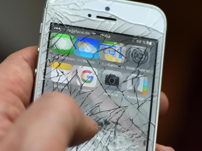 Bild zu Defektes Smartphone