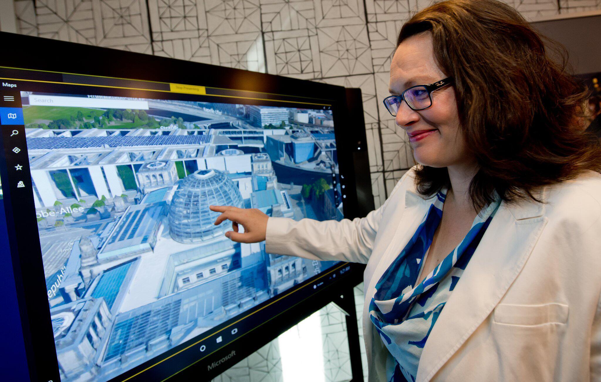 Bild zu Nahles besucht Microsoft