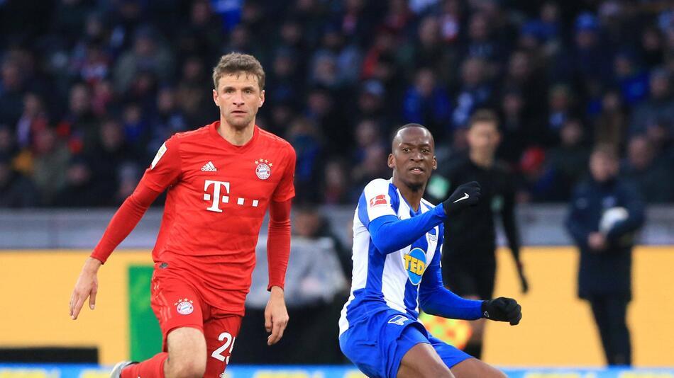 Im Januar trafen die Berliner zuletzt auf den FC Bayern um Thomas Müller (l.).