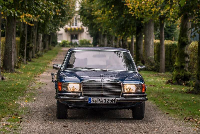 Bild zu Luxeriöse Limousine