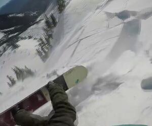 Snowboarder trickst Lawine aus