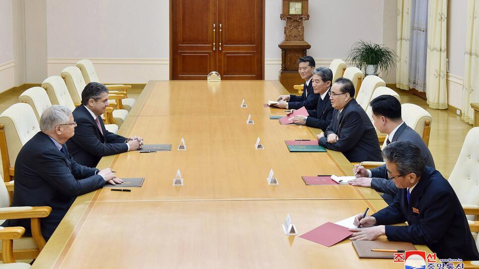 Sigmar Gabriel besucht Nordkorea