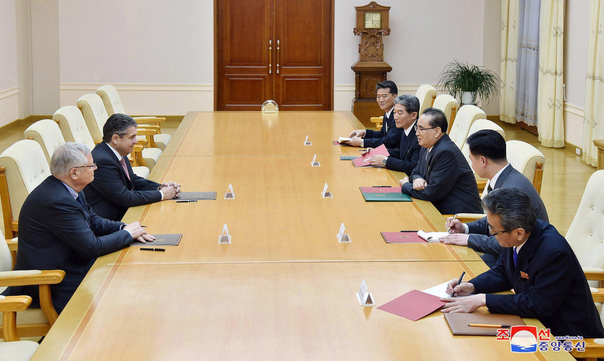 Bild zu Sigmar Gabriel besucht Nordkorea