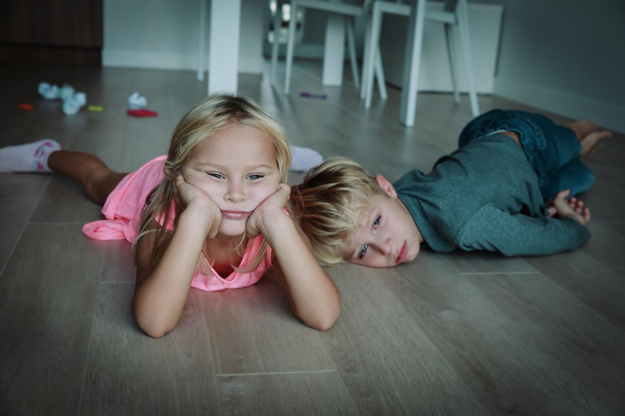 Bild zu Kinder, Spiele, Zuhause, Langeweile, Ideen, Beschäftigung, Tipps
