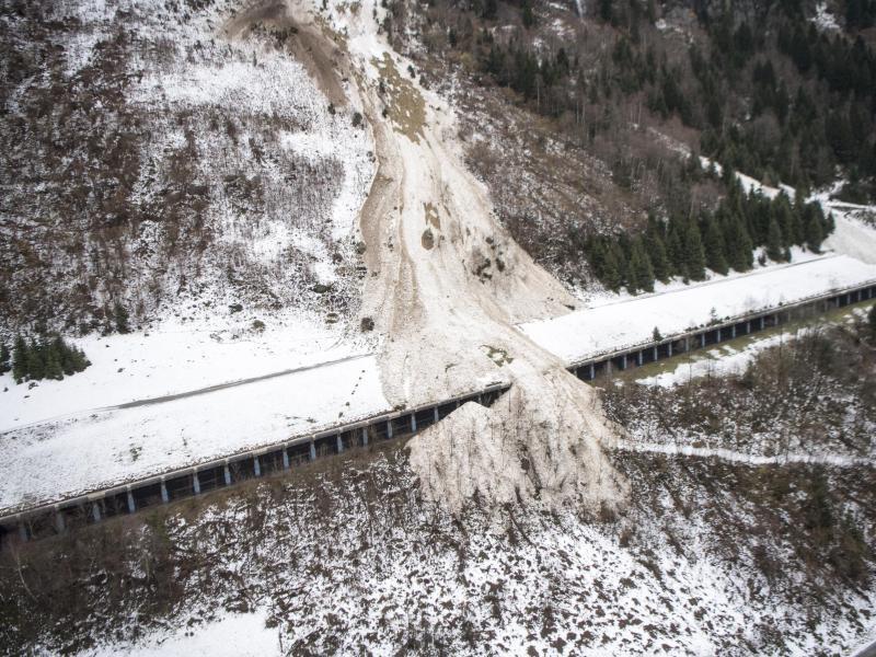 Bild zu Lawinenabgang in der Schweiz