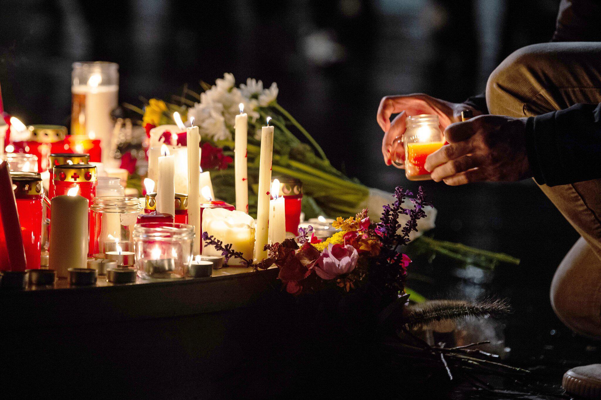 Bild zu Trauer nach Schüssen in Halle