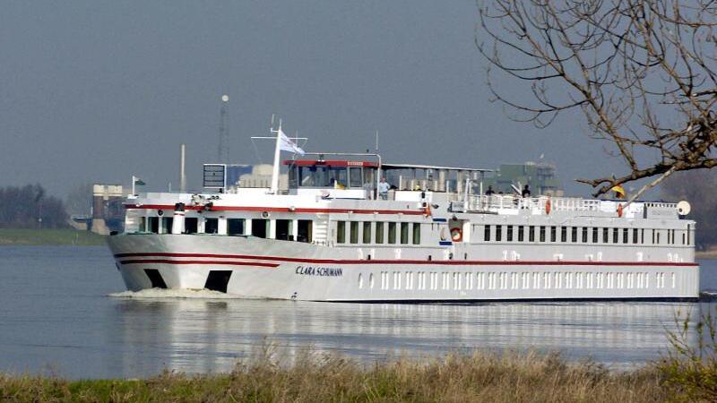 Schwimmendes Hotel auf der Elbe