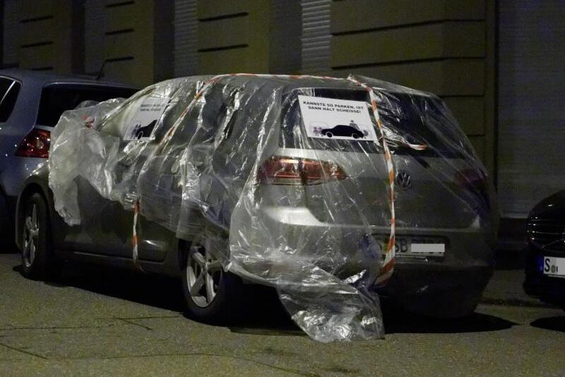 Bild zu Falsch parkende Autos