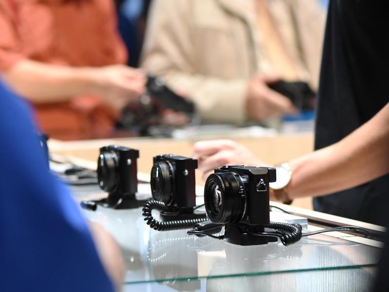 Bild zu Verkaufsstand mit Kompaktkameras