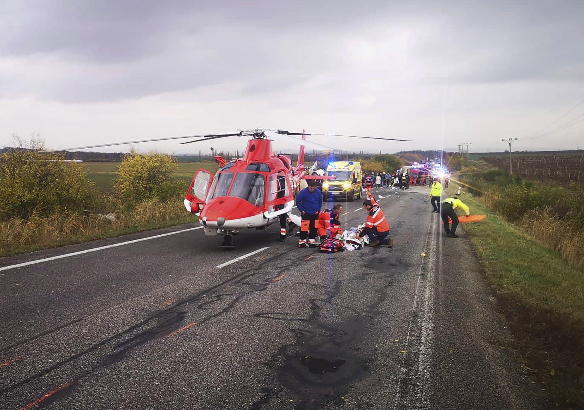 Bild zu Mindestens 13 Tote bei Busunfall in der Slowakei