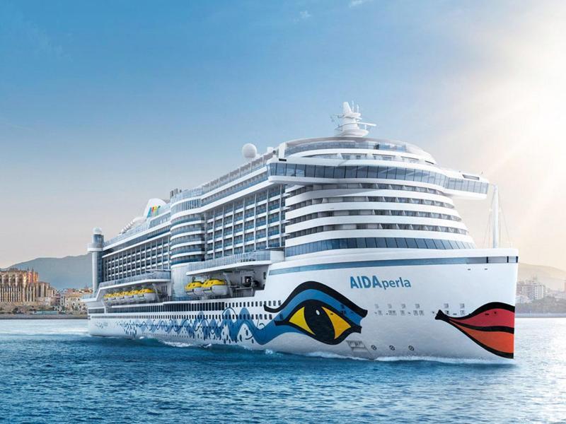 Bild zu Kreuzfahrtschiff auf dem Meer