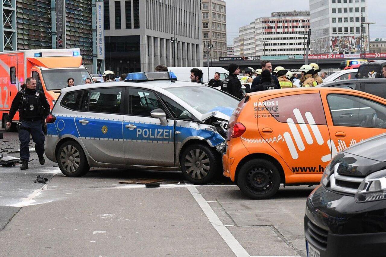 Bild zu Unfall mit Polizeiwagen