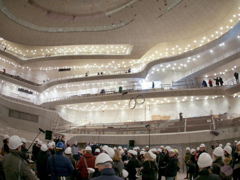 Bild zu Bauarbeiten im Großen Saal der Elbphilharmonie.