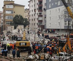 Mehrstöckiges Haus in Istanbul eingestürzt