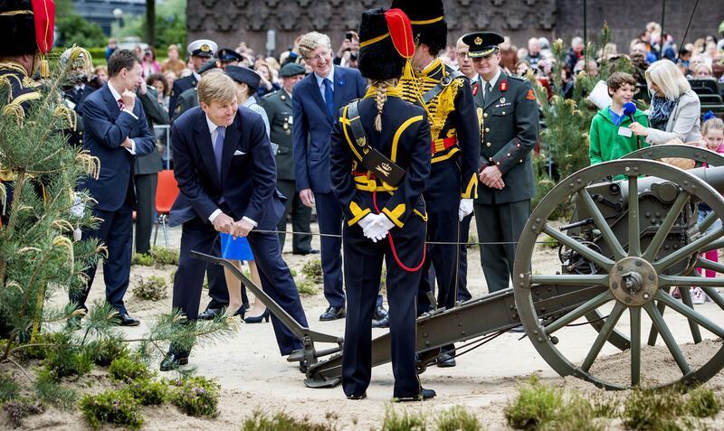 Bild zu König Willem-Alexander lässt es krachen
