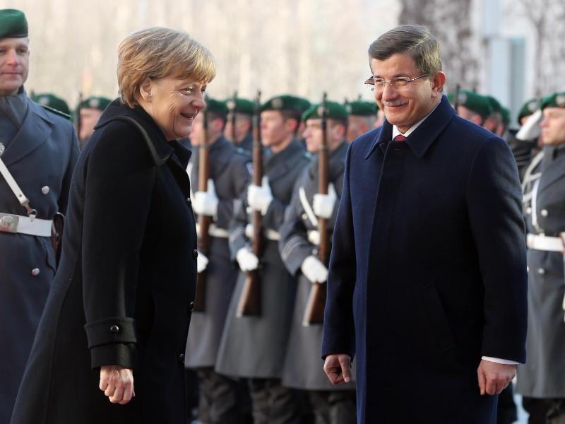 Bild zu Merkel trifft Davutoglu