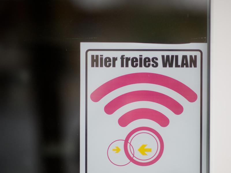Bild zu Ein Schild «Hier freies Wlan»