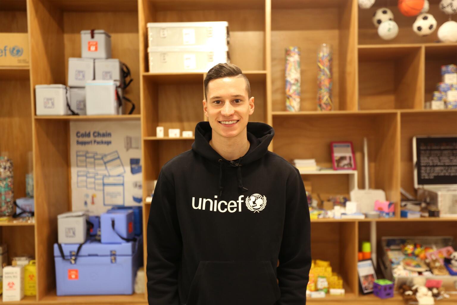 Bild zu Julian Draxler bei UNICEF in Kopenhagen