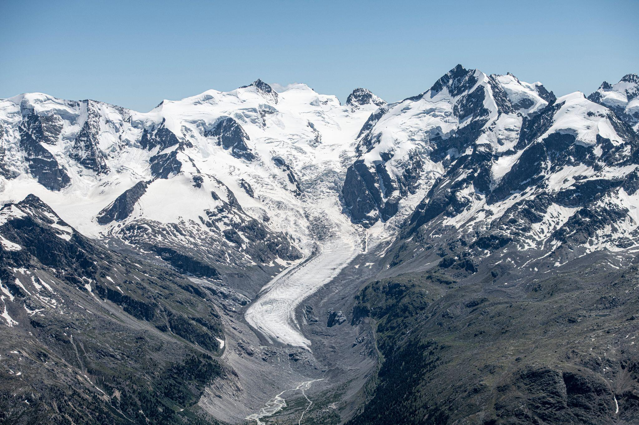 Bild zu Künstlicher Schnee soll Gletscherschwund aufhalten