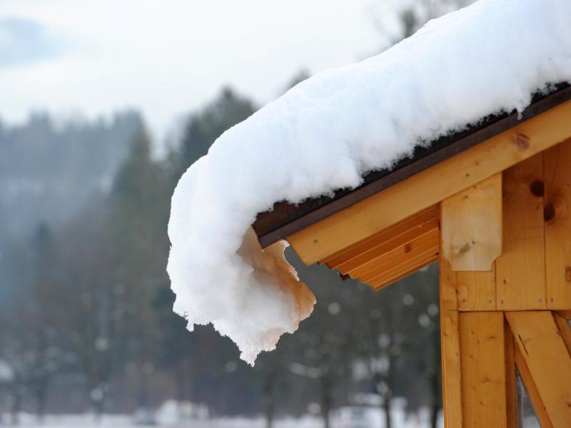 Bild zu Schnee liegt auf dem Hausdach