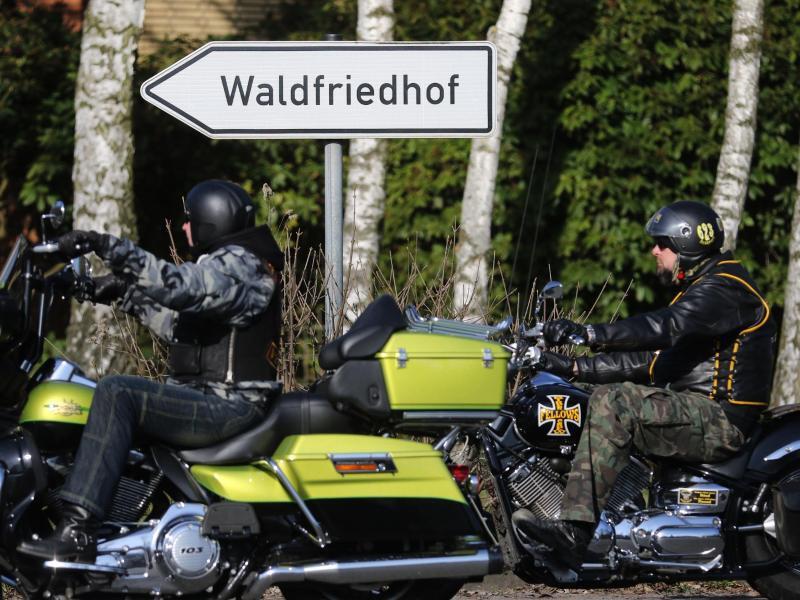 Bild zu Rocker auf Motorrädern