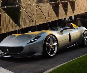 Ferrari Monza SP1 und SP2: Radikale Retro-Sportwagen feiern Premiere