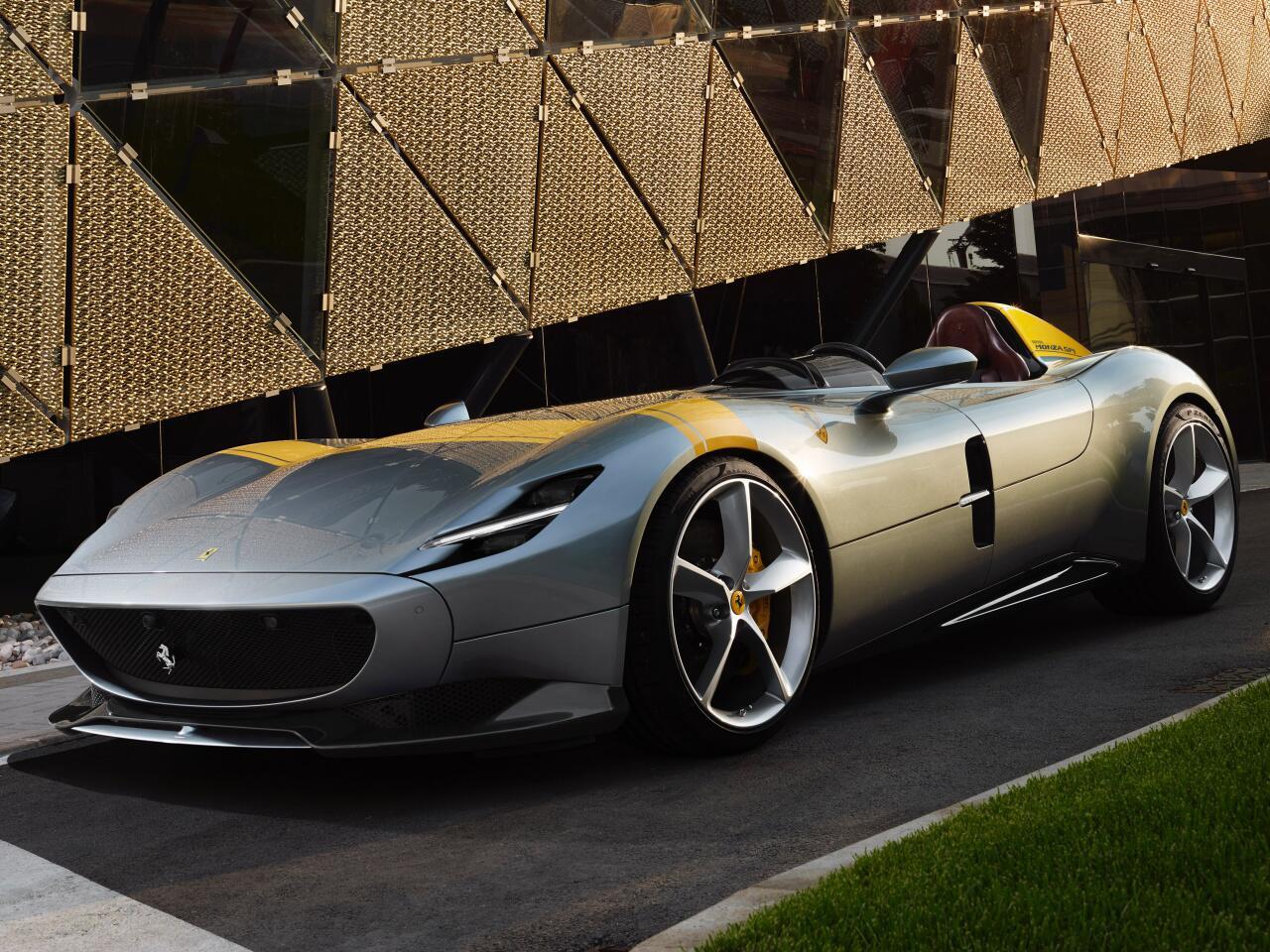 Bild zu Ferrari Monza SP1 und SP2: Radikale Retro-Sportwagen feiern Premiere